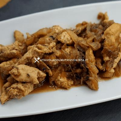 petto di pollo e cipolle
