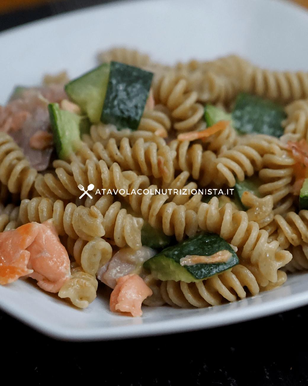 Pasta integrale salmone e zucchine