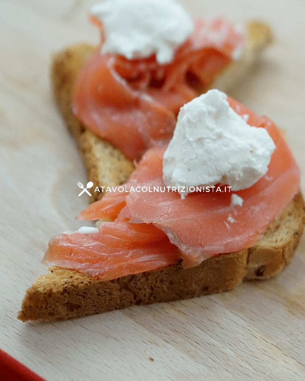 Ricetta Salmone Affumicato E Yogurt Greco.Ricetta Light Pane Tostato Con Salmone E Yogurt Greco A Tavola Col Nutrizionista