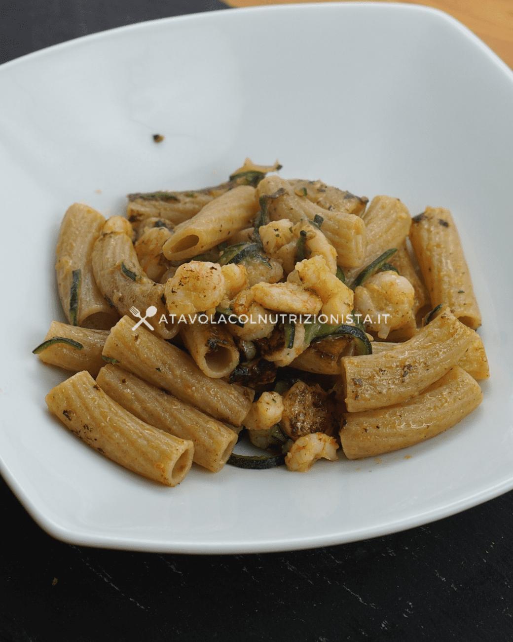 Pasta integrale con gamberetti e zucchine