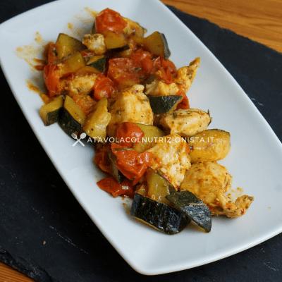 Petto di pollo con pomodorini e zucchine