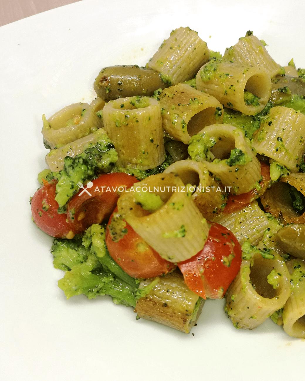 Pasta Integrale con Broccoli, Pomodorini e Olive