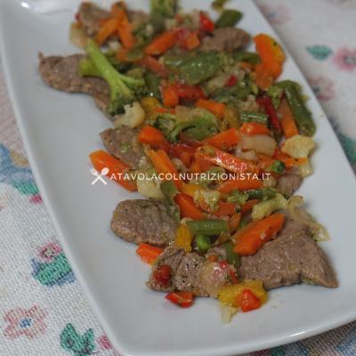 straccetti di manzo con le verdure e salsa di soia