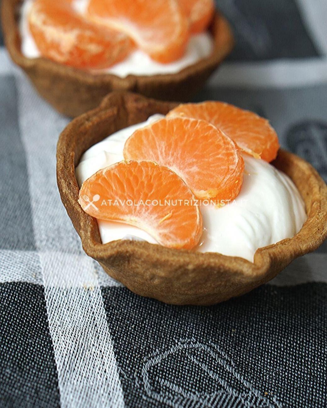 Cestini di Pasta Frolla Ripieni di Yogurt e Frutta: La Ricetta del Dolce Light ma Gustoso