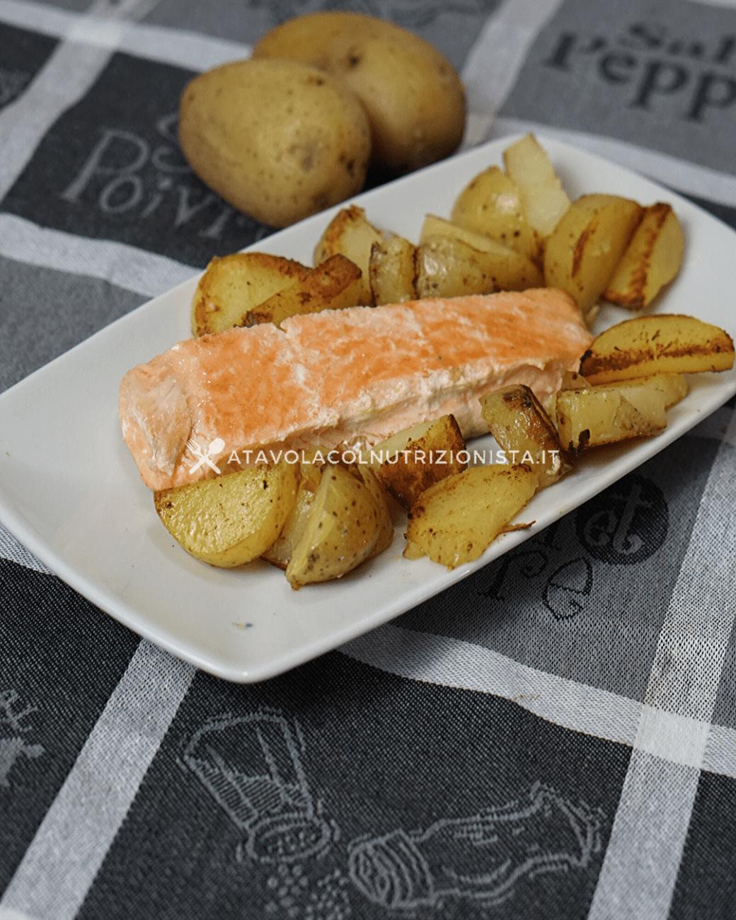 Filetto di Salmone al Forno con le Patate: La ricetta del secondo di pesce dal contorno irresistibile