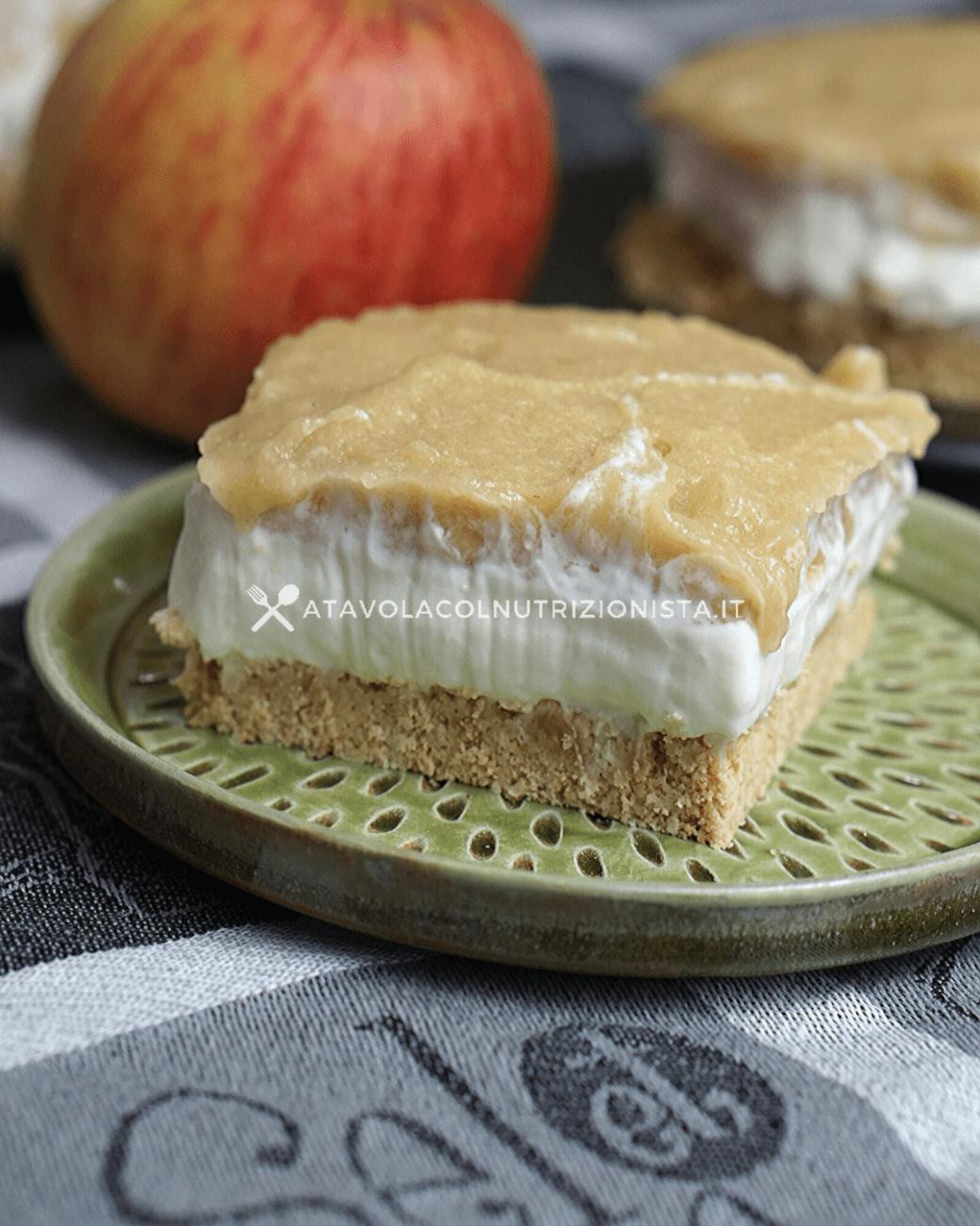 Cheesecake Light alla Crema di Mele: La ricetta del dolce leggero a base di yogurt greco