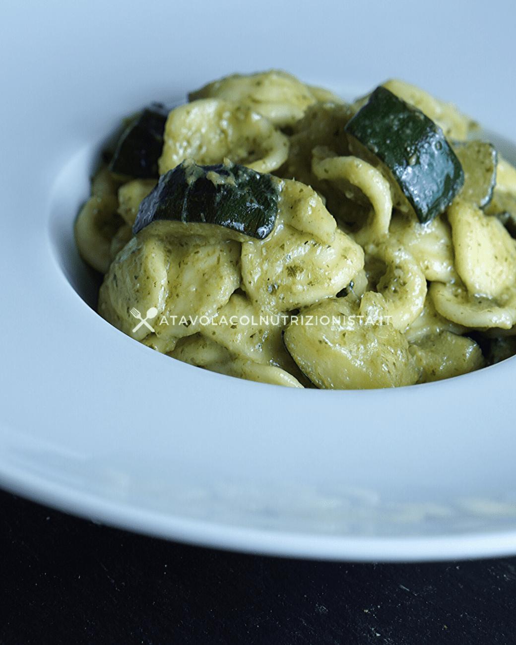 Pasta con Pesto e Zucchine: La ricetta del primo piatto semplice e gustoso