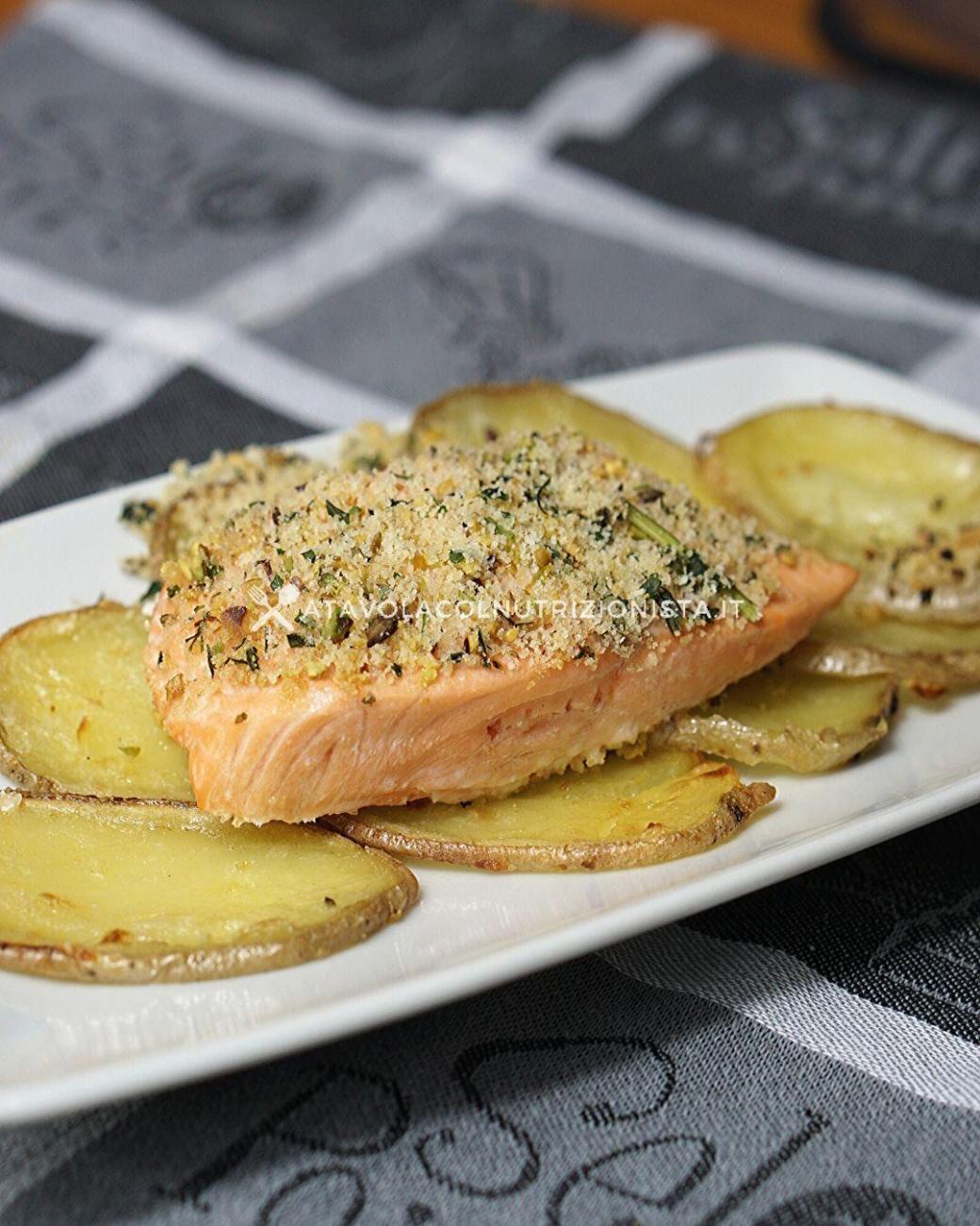 Filetto di Salmone in Crosta di Pistacchio: la ricetta di un secondo di pesce irresistibile
