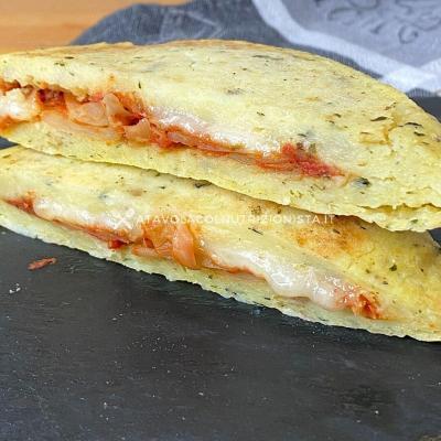 Sandwich di Patate dal Cuore Filante