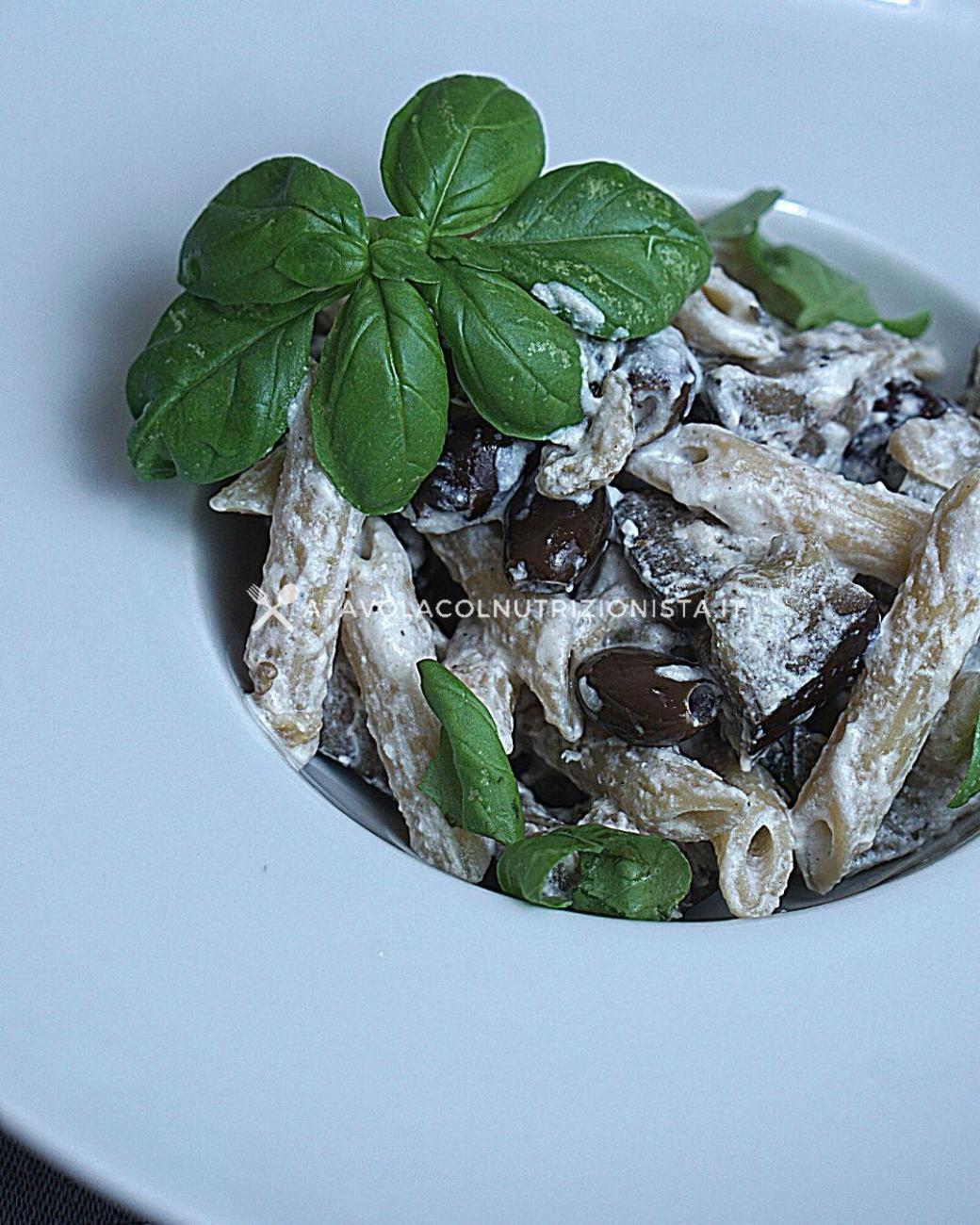 Pasta Integrale con Melanzane, Olive, Basilico e Crema di Ricotta