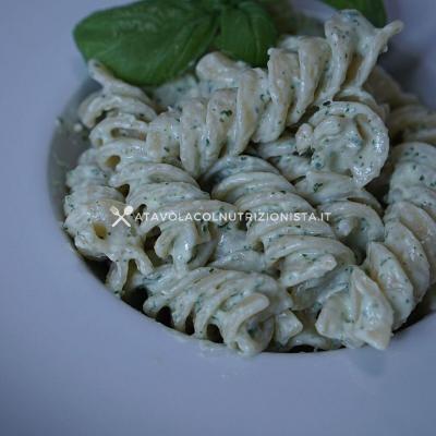Pasta con Crema di Ricotta e Basilico