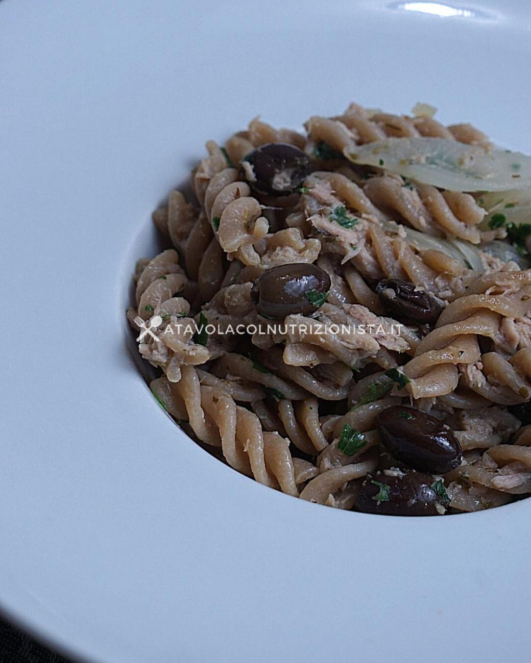 Pasta Integrale con Tonno, Cipolle e Olive Taggiasche