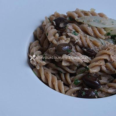 ricetta Pasta Integrale con Tonno, Cipolle e Olive Taggiasche
