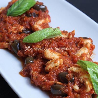 ricetta petto di Pollo con Pomodoro e Olive Taggiasche
