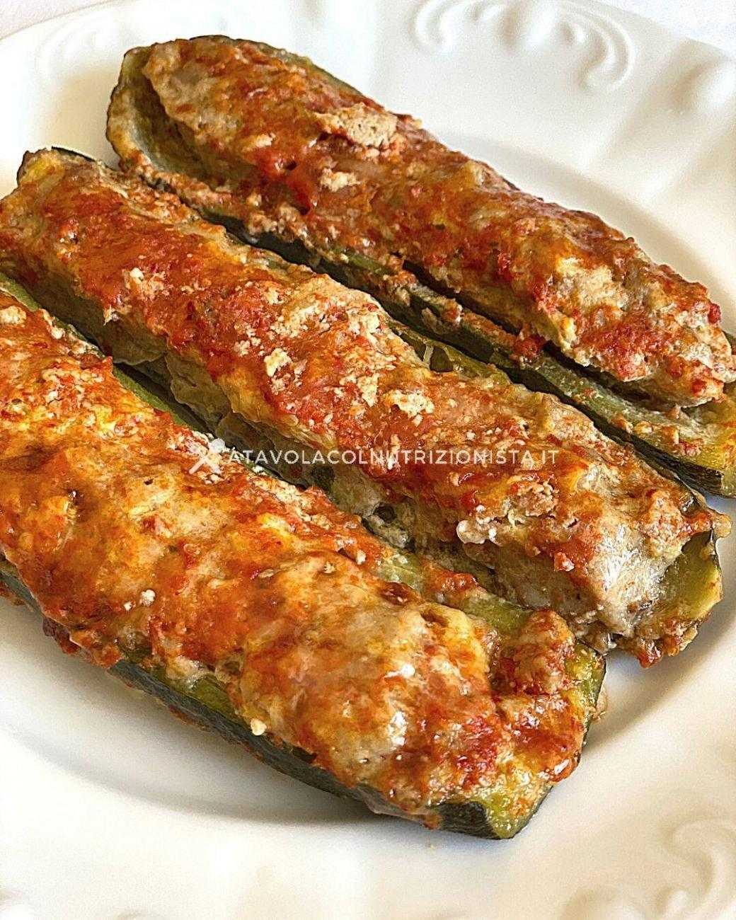 Ricetta Zucchine Ripiene Di Carne Al Sugo.Ricetta Light Zucchine Ripiene Di Carne A Tavola Col Nutrizionista