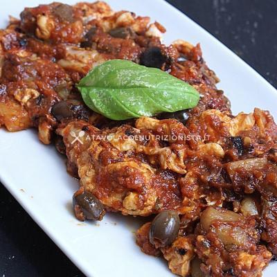 ricetta petto di Pollo con Pomodoro, Funghi Porcini e Olive Taggiasche