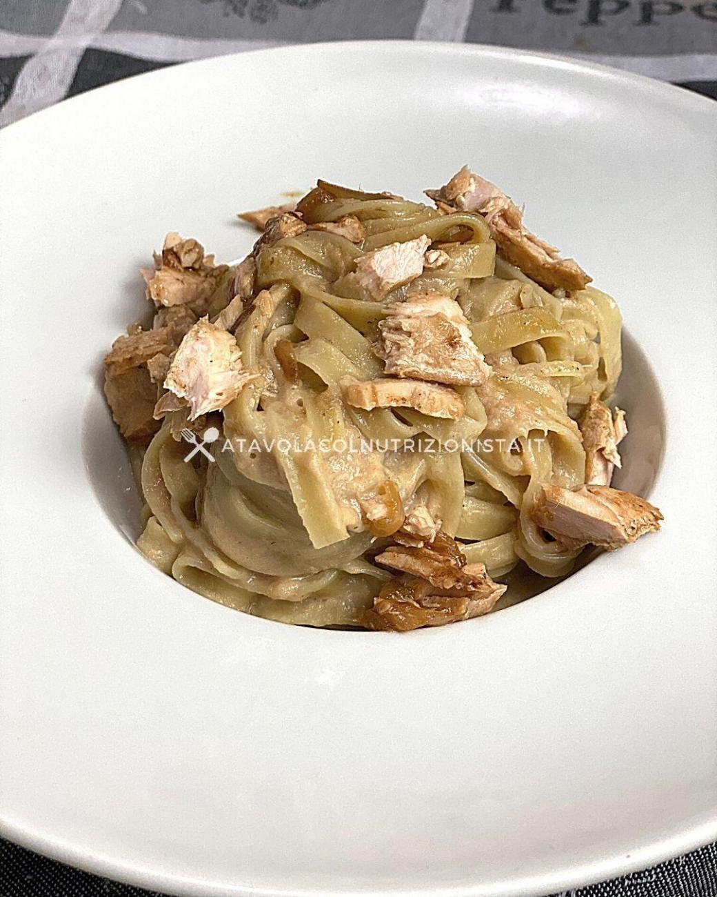 Pasta con Crema di Salmone e Cipolle