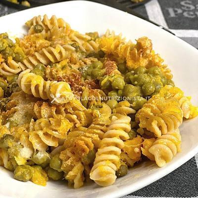 ricetta light pasta integrale al forno con zucca e piselli