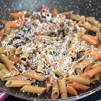 Pasta di Lenticchie con Funghi Porcini, Olive e Ricotta Salata