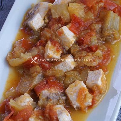 ricetta Cubetti di Pesce Spada con Melanzane e Pomodori 2
