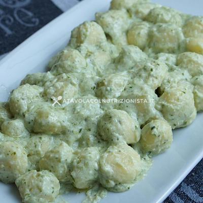 Gnocchi di Patate con Crema di Ricotta e Pesto