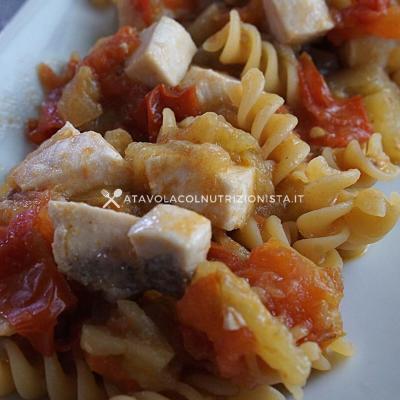 ricetta Pasta con pesce spada melanzane e pomodori